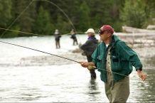 Почему мужчины не хотят брать на рыбалку женщин?